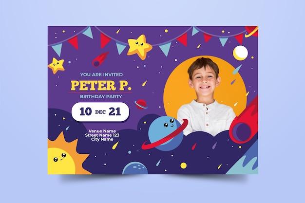 Plantilla de tarjeta de cumpleaños de espacio infantil