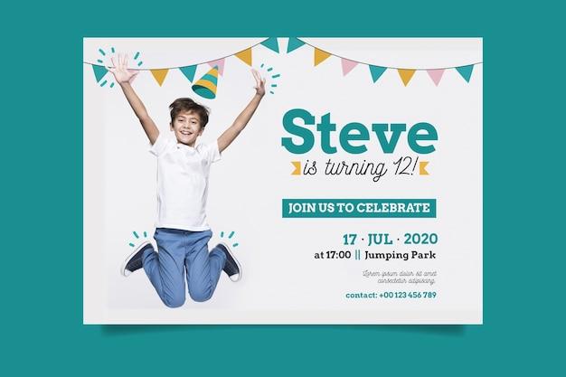 Plantilla de tarjeta de cumpleaños de niño pequeño con foto