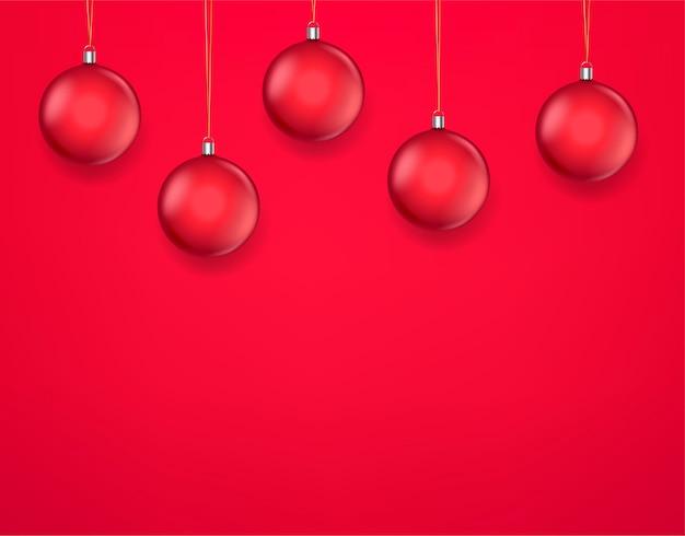 Plantilla de tarjeta de felicitación navideña con adornos rojos