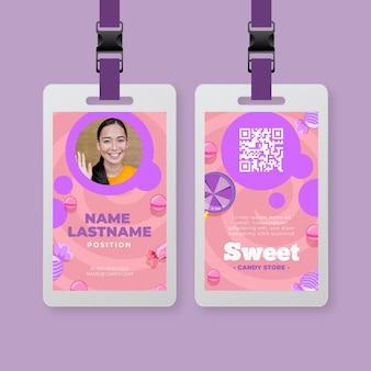Plantilla de tarjeta de identificación de caramelo con mujer