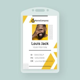 Plantilla de tarjeta de identificación comercial con formas minimalistas y foto