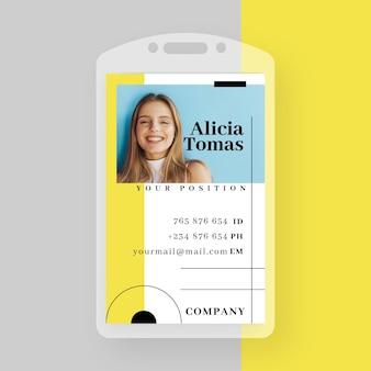 Plantilla de tarjeta de identificación comercial con formas minimalistas