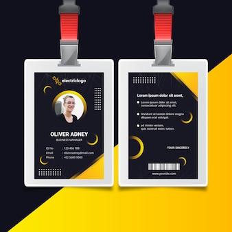Plantilla de tarjeta de identificación de hombre electricista