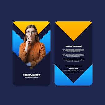 Plantilla de tarjeta de identificación vertical frontal y posterior con foto