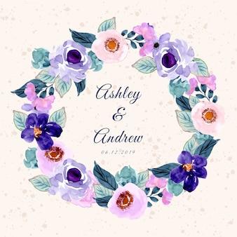 Plantilla de tarjeta de invitación de boda con bella flor púrpura acuarela guirnalda