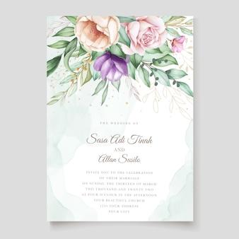Plantilla de tarjeta de invitación de boda floral dibujado a mano