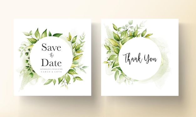 Plantilla de tarjeta de invitación de boda con hermosas hojas verdes en fondo de tinta de alcohol