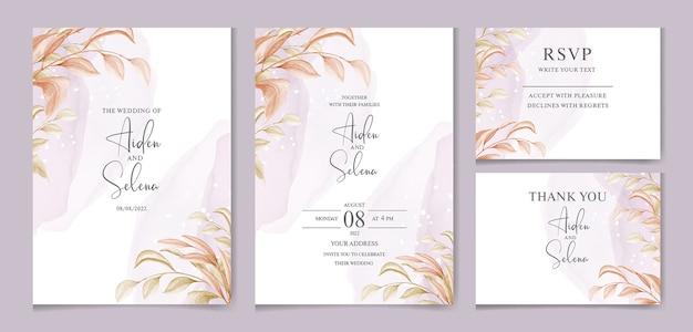 Plantilla de tarjeta de invitación de boda con suave salpicadura de acuarela púrpura y hermosas hojas