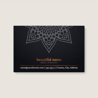 Plantilla de tarjeta de visita con diseño de mandala étnico