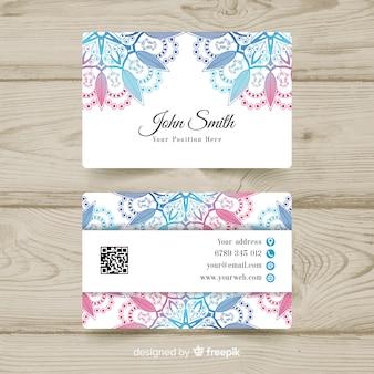 Plantilla de tarjeta de visita con diseño de mandala