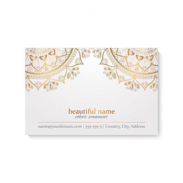 Plantilla de tarjeta de visita de lujo con estilo étnico, color blanco y dorado