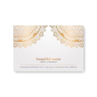 Plantilla de tarjeta de visita de lujo con estilo indio, color blanco y dorado