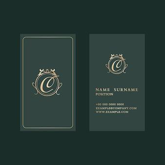 Plantilla de tarjeta de visita de lujo en tono dorado y verde con vista frontal y trasera flatlay