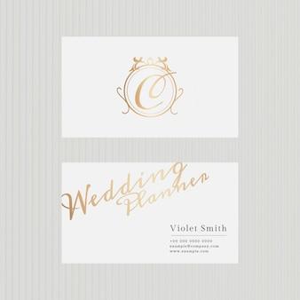 Plantilla de tarjeta de visita de lujo en tono dorado con vista frontal y trasera