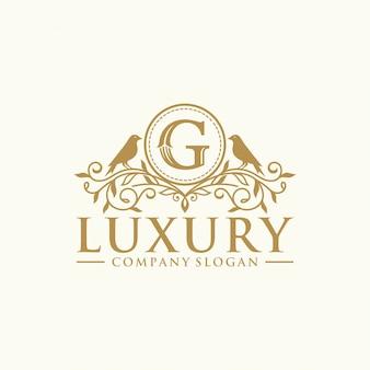 Plantilla de vector de diseño de logotipo de cresta heráldica de lujo real
