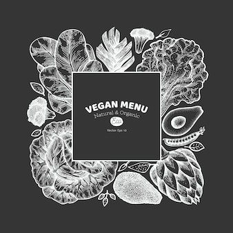Plantilla de verduras verdes. mano dibuja la ilustración de alimentos en la pizarra. grabado estilo vegetal banner. botánico retro.