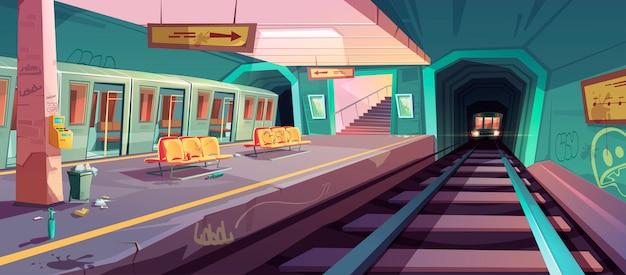 Plataforma de metro desordenada vacía con trenes que llegan