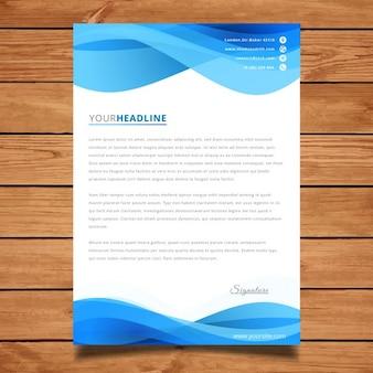 Platilla de carta azul con ondas