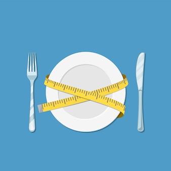 Plato con cinta métrica, tenedor y cuchillo