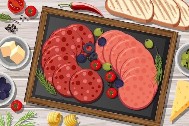 Plato de pepperoni y salami en el fondo de la mesa de madera