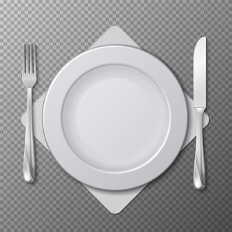 Plato realista, vector de cubiertos. ajuste de la tabla con plato blanco, tenedor y cuchillo aislado sobre fondo transparente