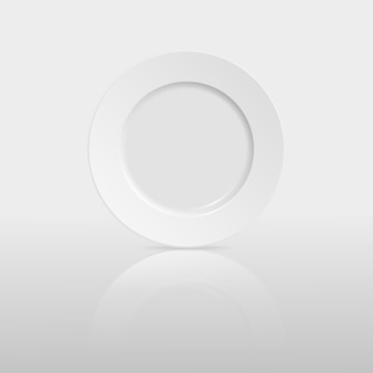 Plato vacío con reflexión sobre blanco