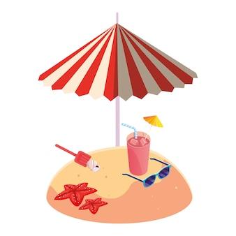 Playa de arena de verano con sombrilla y cóctel.