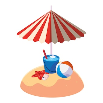 Playa de arena de verano con sombrilla y cubo de agua.