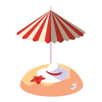 Playa de arena de verano con sombrilla y sombrero femenino.