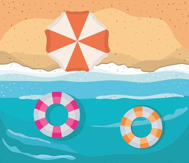 Playa con diseño de vector de vista superior de paraguas y flotadores