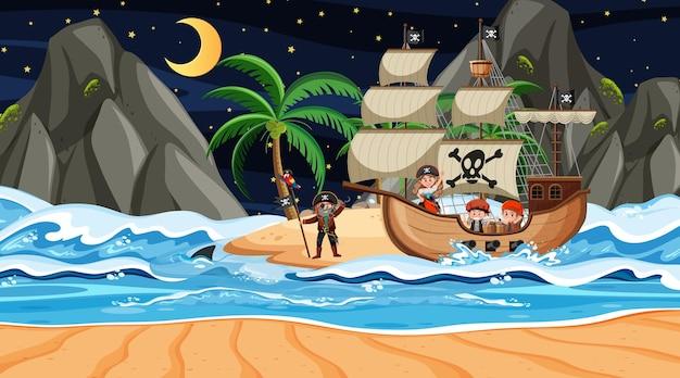 Playa en escena nocturna con personaje de dibujos animados de niños piratas en el barco
