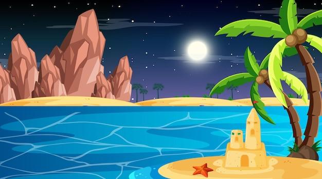 Playa en la escena del paisaje nocturno con palmeras y castillo de arena