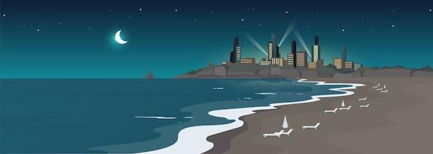 Playa urbana de arena en color plano de noche. orilla del mar y edificios a medianoche. vista de la ciudad turística. recreación de verano. paisaje de dibujos animados 2d de la costa del océano con rascacielos en el fondo