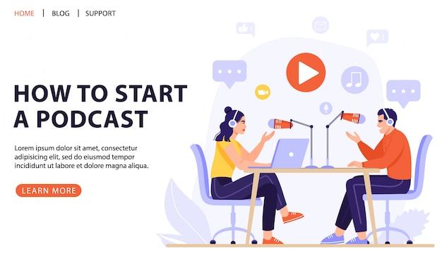 Podcasters grabando un podcast con micrófono y auriculares.