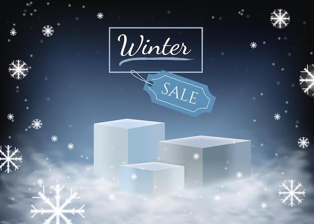 Podio con espacio vacío nieve y nubes en temporada de invierno maqueta para presentación de exposiciones
