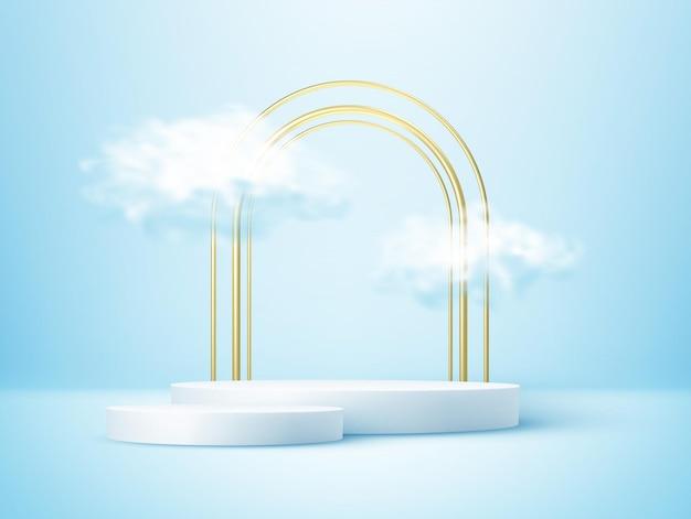 Podio de exhibición del producto decorado con una nube realista y un marco de arco dorado.