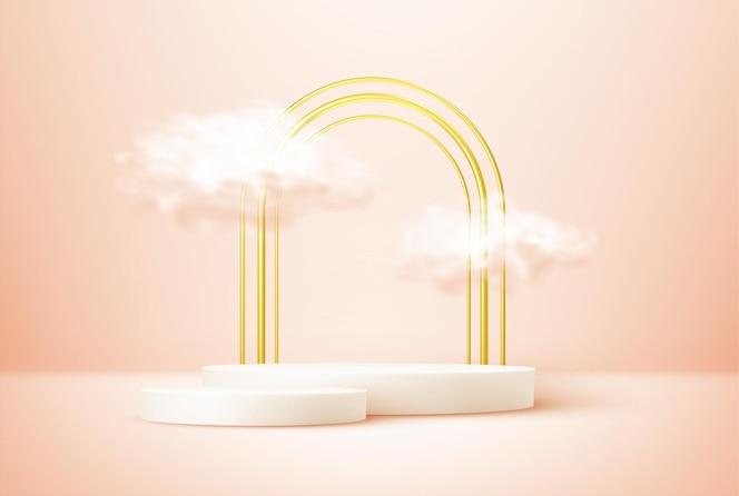 Podio de exhibición de productos decorado con nubes realistas y marco de arco dorado sobre fondo rosa pastel