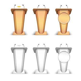 Podio de madera y tribuna blanca. tribuna de pie con micrófonos y lámpara sobre fondo blanco.