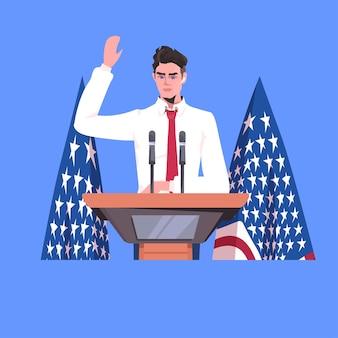 Político haciendo un discurso desde la tribuna con la bandera de estados unidos, el 4 de julio celebración del día de la independencia americana