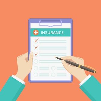 Póliza de seguro de salud en portapapeles