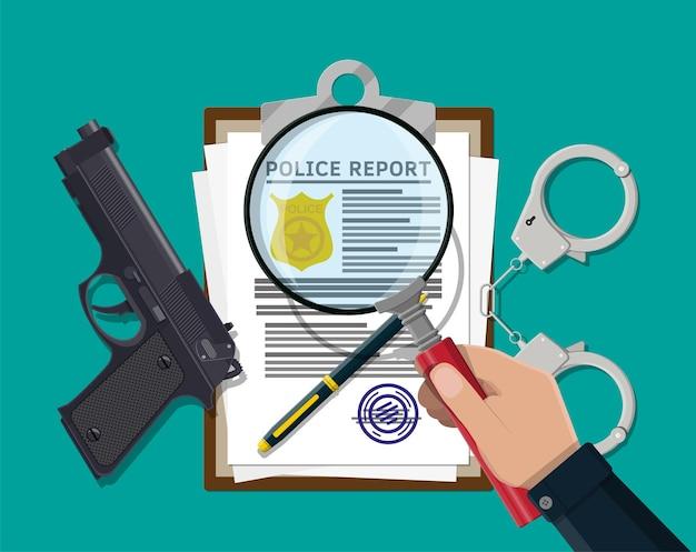 Portapapeles con informe policial y bolígrafo. hoja de informe con placa de policía dorada.