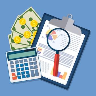 Portapapeles con informes financieros y pluma.