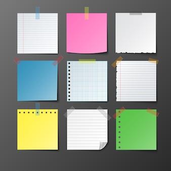 Post papel de nota establecido sobre fondo gris