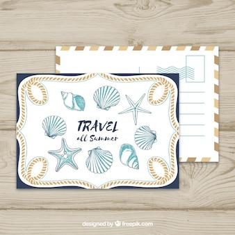 Postal de viaje con cochas marinas y estrellas de mar