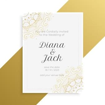 Preciosa tarjeta de invitación de boda dorada y blanca.