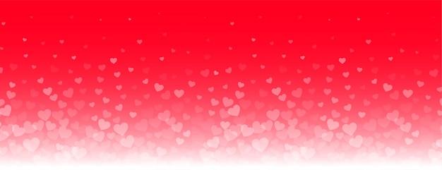 Precioso banner de corazones brillantes sobre fondo rojo.