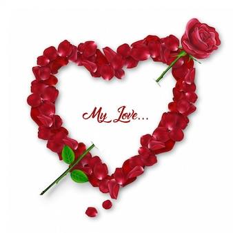 Precioso pétalo de rosa en forma de corazón con hermosa rosa