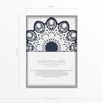 Preparación de tarjeta de invitación con patrones griegos. plantilla de vector elegante para postal de diseño de impresión en color blanco con vintage azul oscuro