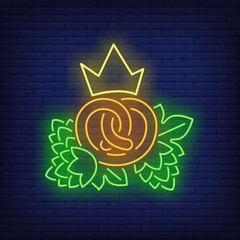 Pretzel con corona y conos de lúpulo letrero de neón