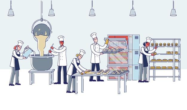 Proceso de fabricación moderno en personas de panadería amasando